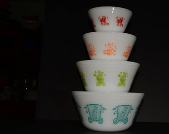 Federal, CIRCUS, Mixing Bowls, Complete Set, Milk Glass, in MINT condition, Collectible, Vintage