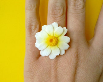 The daisies-adjustable ring with Daisy in polymer clay Fimo/handmade