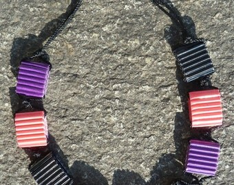 Black, pink and purple paper beads necklace