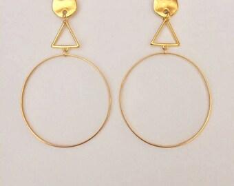gold plated hoop earrings,modern geometric gold plated 24K hoop earrings,hoop and triangle earrings,orecchini a cerchio oro con triangolo