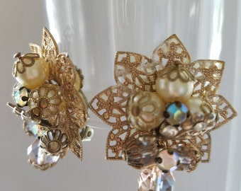 Vintage gold filigree pearl clip on earrings