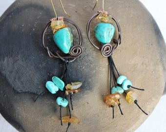 Ethnic and Brutalisti: turquoise tribal earrings, raw amber, iron Cotto, look tribes concrete jungle