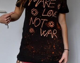 T-shirt make love not war peace & love hippie flowers