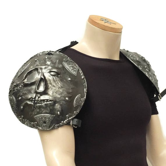 Larp Armor, Flayed skull fantasy Shoulders, pauldrons, Cosplay armor, demon, goblin, cosplay armour
