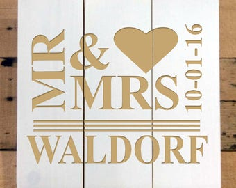 Wood Pallet Mr & Mrs Sign Personalzied With Last Name and Date