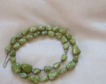 Vintage Scottish hand knotted green agate necklace