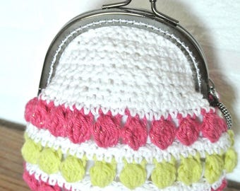 Coin purse crocheted in multicolor yarn