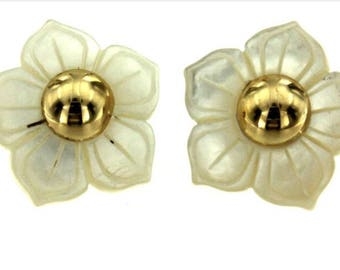 18kt yellow gold and mother of pearl flower earrings