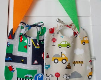 Set of 2 baby bibs small vehicles