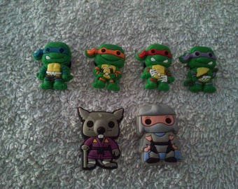 Lot 6 jibbitz (badges for fangs) ninja turtles
