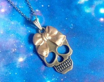 Skull necklace and bow