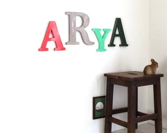 Prénom en bois géant ARYA  personnalisé rouge rosé, gris , menthe et vert patiné - mot géant - cadeau naissance