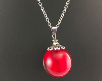 Bubble red rose petals, spherical pendant in resin and dried flower, steel necklace.