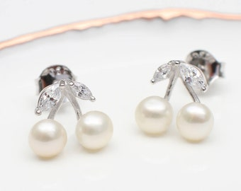 Sterling Silver And Freshwater Pearl Stud Earrings (HBE107)
