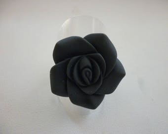 Gray and silver resin flower ring.