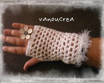 White Glove metallic with a gray black border