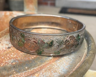 Old Vintage Victorian Style Colorized And Etched Floral Silver-Tone Bangle Bracelet C18