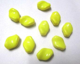 10 lozenge 15x11x6mm yellow twist acrylic beads