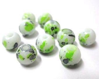 10 white speckled black and green glass beads 8mm (H-6)