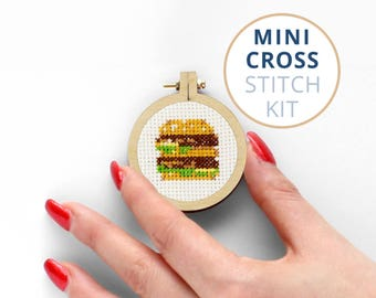 Mini Hamburger, kits cross stitch, tiny embroidery hoop, Fastfood mini cross stitch kits, childrens cross stitch kits, Cheeseburger Stitch