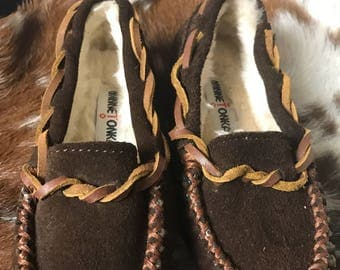 Infant/toddler sz 7 Minnetonka fur lined moccasins/slippers
