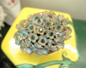 Victorian Brooch ~~Emerald Green Rhinestone Brooch