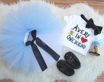 First Birthday Alice in Wonderland outfit, cake smash outfit . Alice in Onederland Costume, Alice in Onederland tutu
