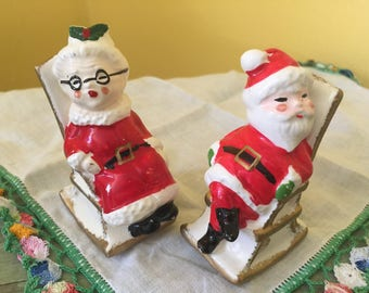 SHIPS FREE!! Vintage Enesco Mr. and Mrs. Claus Salt & Pepper Shakers