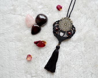 Shakti vaasana Rose Quartz and Garnet • • • • • Cesira Macrame Necklace Micromacramé...