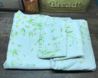 Vintage Sheets Linens Full/ Double Flat Fitted and 2 pillowcases Percale