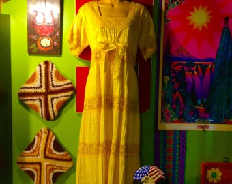 Vintage 1960s Groovy HOT YELLOW Hippie Dress-Adjustable LARGE Cotton