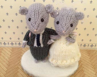 Bride and Groom mouse, wedding mice, wedding cake topper, cheese tower topper, wedding gift, wedding keepsake, knitted mice, hand knitted