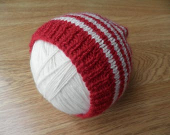 Baby football supporters hat, stripy baby hat, red and cream hat, knitted beanie hat, 0 - 3 months, boy's clothes, baby shower, red bonnet