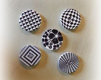 5 wooden buttons graphic patterns - black and white flower - 30 mm in diameter