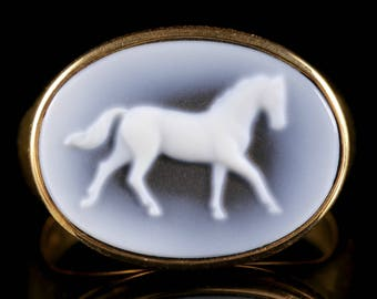 Hard Stone Cameo Horse Ring 18ct Yellow Gold