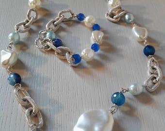 Parure resine bianche, calcedonio e perle di fiume