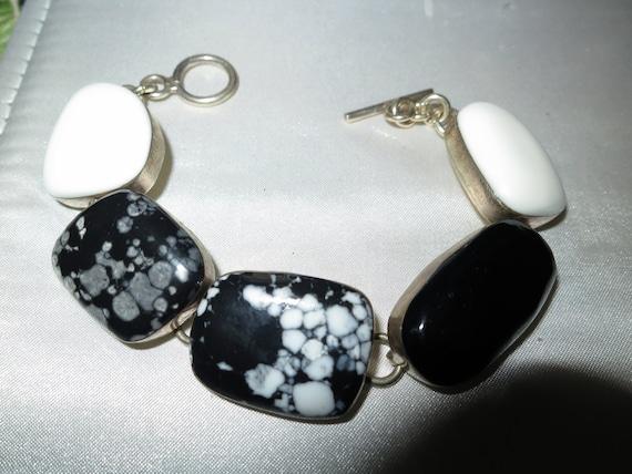 Lovely vintage sterling silver black agate stone bracelet toggle clasp