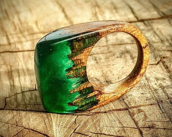 Size 7  Wood Resin Ring - Emerald Green