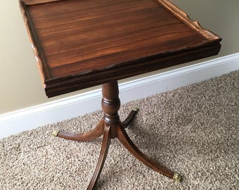 Beautifully restored vintage mahogany accent table. Can be used as an end table, nightstand, coffee table or small foyer table