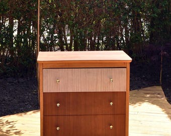 Funky Retro/Vintage/Midcentury 1950's Veneer & Formica Chest of Drawers/Dressing Table