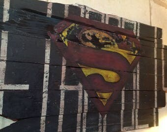 Painting on reclaimed pallet wood