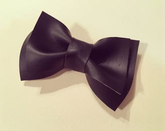 Black pleather bow
