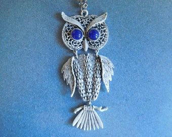 Vintage Retro Owl Metal Necklace on 24 Inch Silver Tone Chain