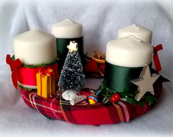 Christmas Wreath centerpiece traditional theme, 4 candles
