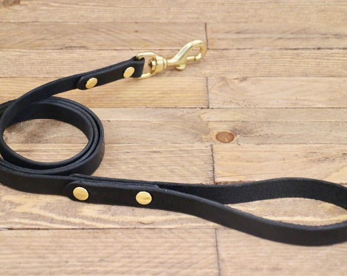 Black leash, Dog leash, Leather dog leash, Raven, Puppy, Leather lead, Lead, Solid brass hardware, Handmade leather leash, Dog collar.