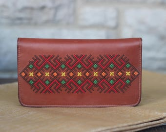 Ladies flip wallet with embroidery