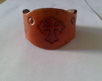 wavy and personalized leather bracelet