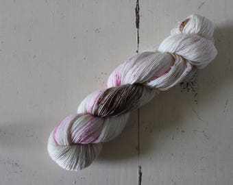 Hand-dyed single ply lace yarn 600 m LL / 100 g Lace -  Raspberry Cheesecake