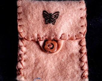 Pasjetasje of felt, with neck cord