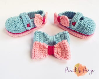 Crocheted gift set. Maryjanes and hair clips. babyshower gift. photography prop. infant 3-6 months